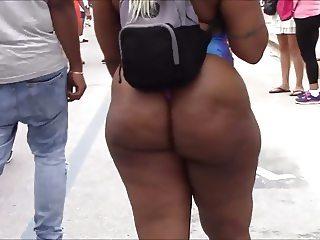 Candid beach booty