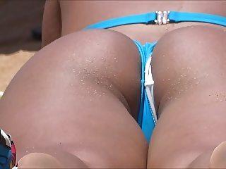 Biquini enfiado no cu e na buceta