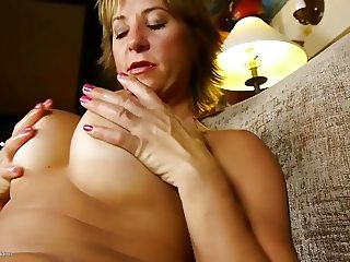 Hot mature mom with big pussy lips