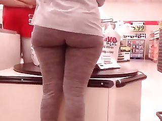 PHAT ASS IN THE CHECK OUT LINE