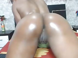 Oiled black colombian girl dancing & shaking her ass