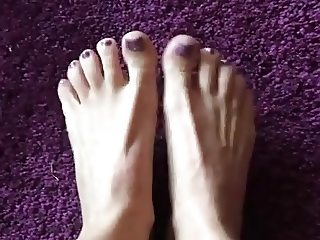 Lady Laura - sexy feet! Teaser
