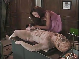 Razz- cazzo lei si scopa anche una mummia