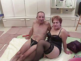 Oma und Opa beim Porno Casting um Rente aufzubessern