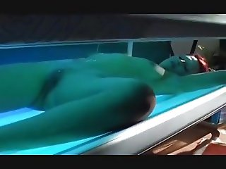 HOT REDHEAD GIRL PEES IN HER PRIVATE TANNING MACHINE