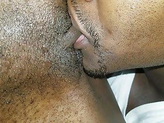 A Brutha eats a Sistas pussy