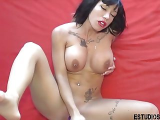 Spanish Milf Inked squirting