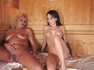 Lesbian moments in the sauna