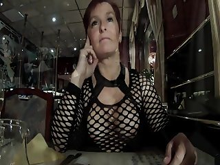 Im Nuttenoutfit im Restaurant - Lena-Bitch