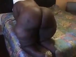Mature Ebony BBW Shaking That Ass