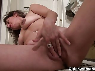 American milf Serena Cruz will masturbate for you
