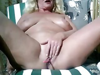 Webcam mature 04