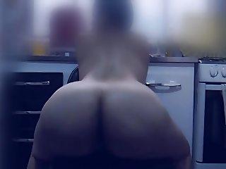 Esposa gostosa na cozinha
