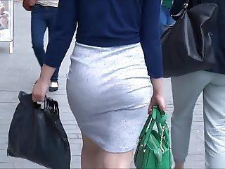 Yummy Skirt Jiggle