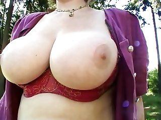 Sie zeigt ihre Titten